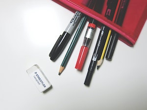 Best Pens for Writers black and red pens with red case